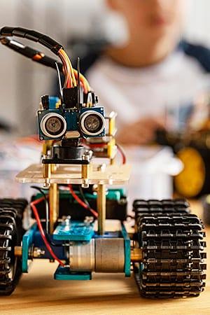 Преподаватель робототехники